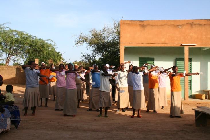 Danse de bienvenue préparée par les filles