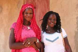 Deux anciennes du foyer/internat revenues au village spécialement pour rencontrer les membres de l'association