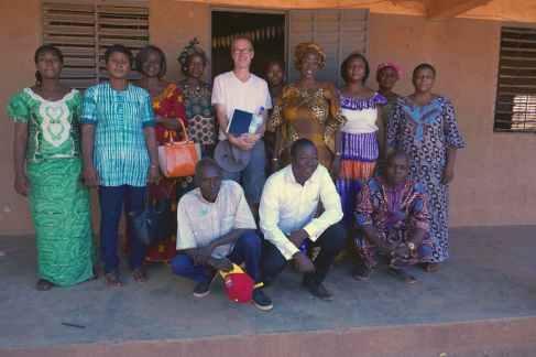 Le Président d'Oeuvres du Sahel et l'équipe pédagogique de Sig Noghin B